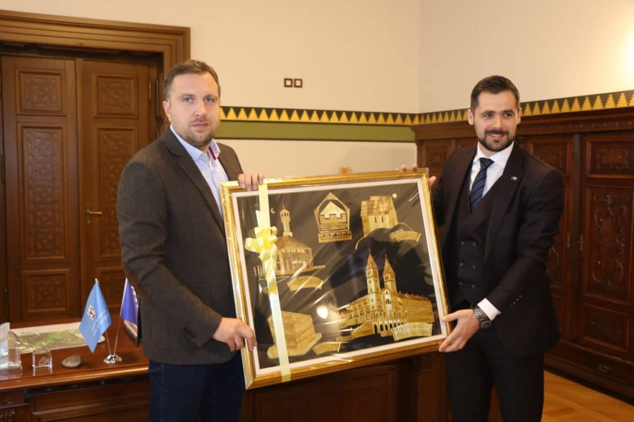 GRADONAČELNIK SARAJEVA ABDULAH SKAKA SA SVOJIM SARADNICIMA UPRILIČIO PRIJEM U GRADSKOJ VIJEĆNICI SARAJEVO ZA NAČELNIKA ALDINA ŠLJIVU  (SFF i Sarajevska filharmonija dolaze u Kakanj)