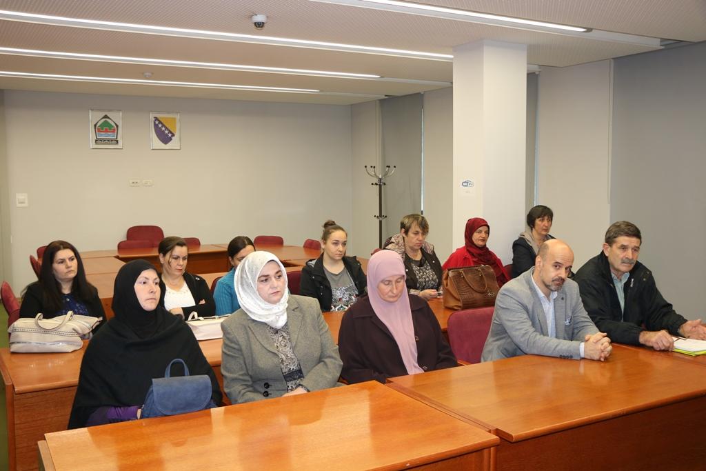 """Potpisani ugovori s 10 žena – korisnica projekta """"Ekonomsko osnaživanje žena kroz pčelarstvo"""""""