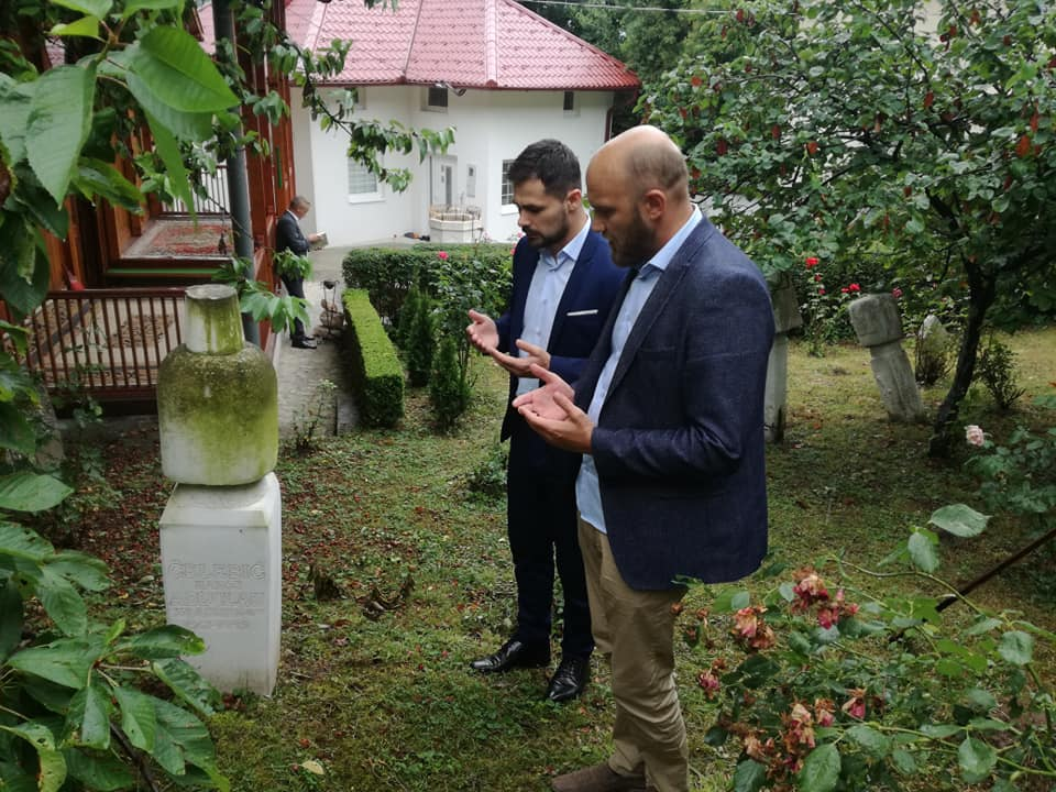 Načelnik Aldin Šljivo u Sarajevu, na Vratniku, posjetio mezar znamenitog Kakanjca Abdulah ef. Čelebića koji je 1992. godine poginuo od agresorske granate