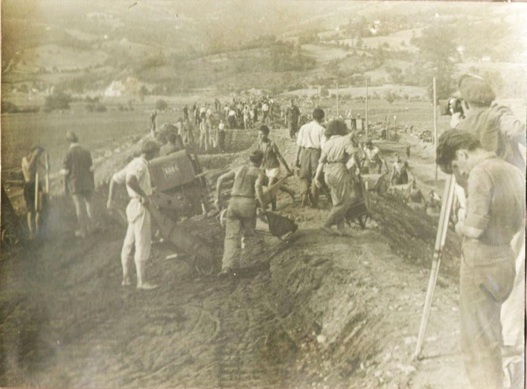 16. novembra 1947. godine krenuo prvi voz prugom Bosanski Šamac – Sarajevo: Arhivski zapis o početku izgradnje pruge na dionici od Sarajeva do Kaknja