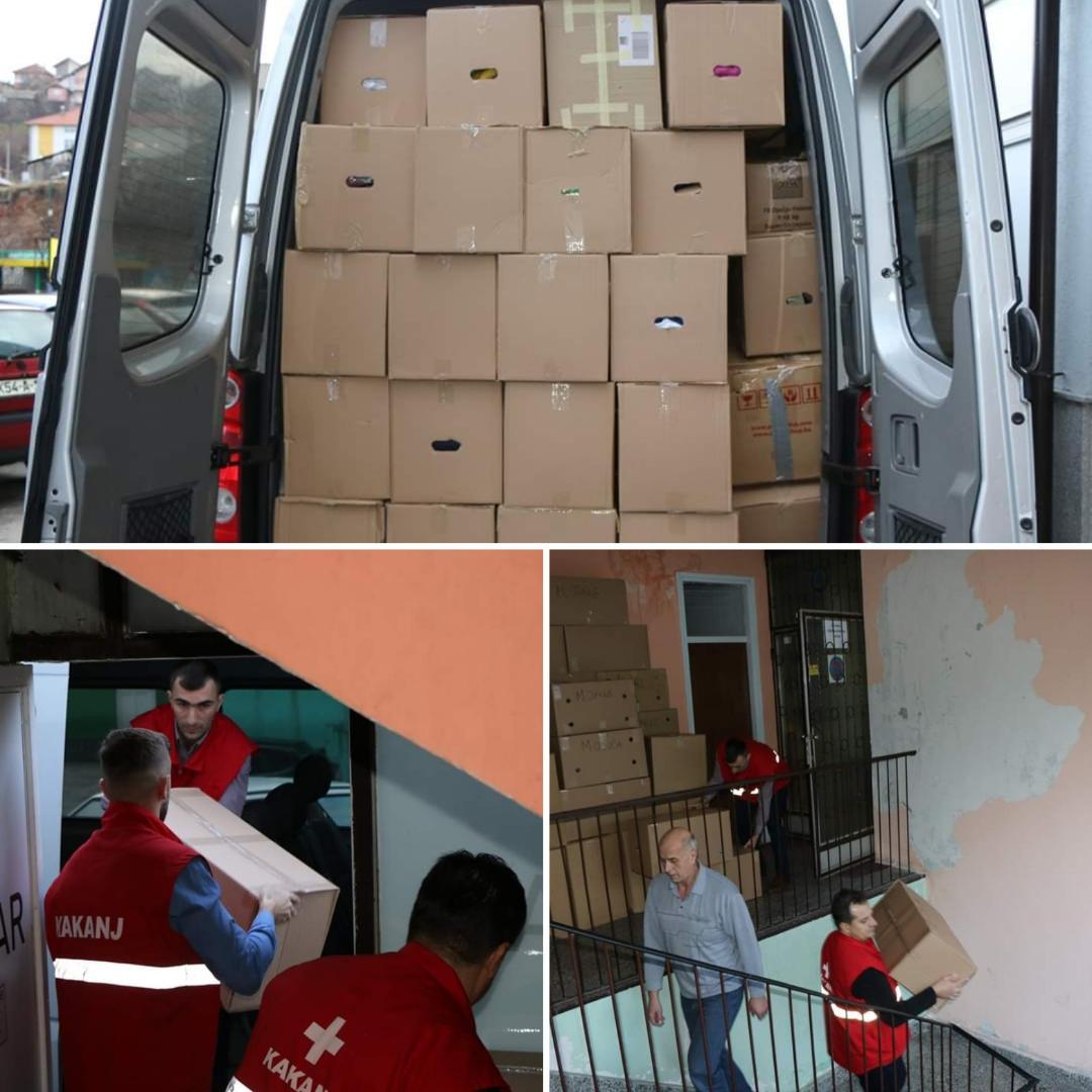 Humanitarna akcija za migrante: Sakupljeno preko 170 paketa odjeće, hrane i higijenskih potrepština, danas ispraćen prvi transport za prihvatni centar u Mostaru