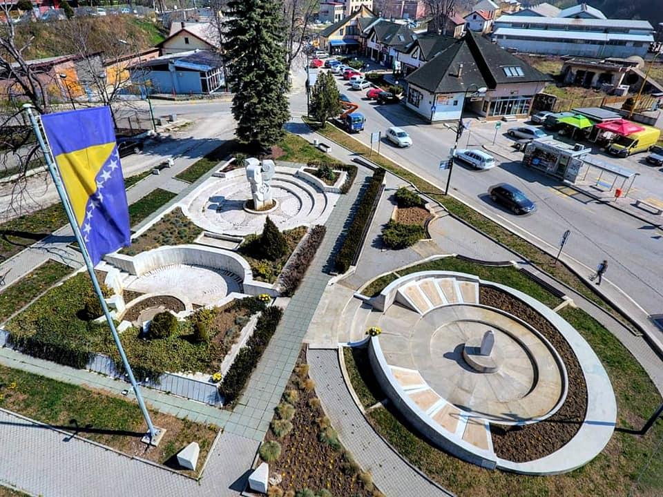 8. april – Dan oslobođenja Kaknja: Položeno cvijeće u Gradskom spomen-parku