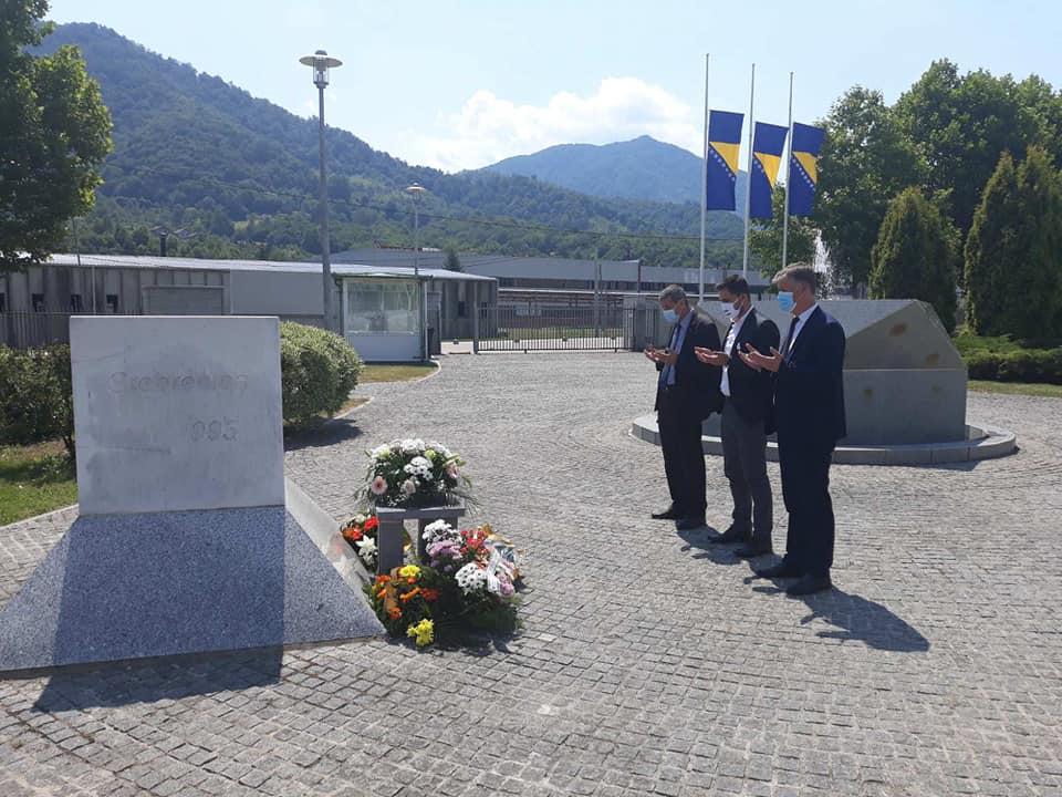 Delegacija Općine Kakanj posjetila Memorijalni centar u Potočarima