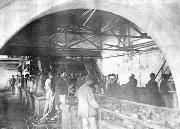Prvi kakanjski rudari iz vremena otvaranja Rudnika  na posao su većinom nosili komad kukuruze i poneku glavicu luka