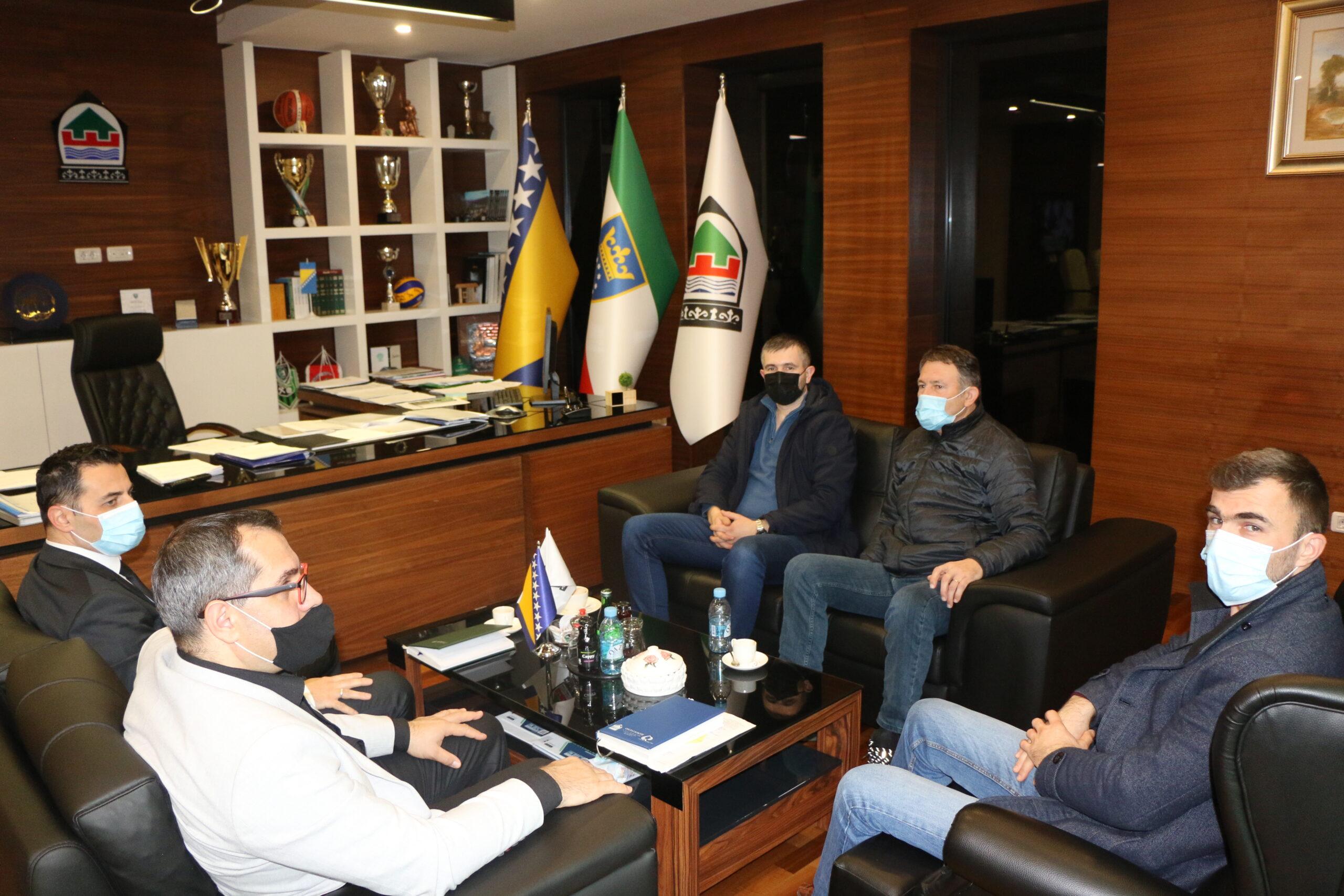 U dosluhu s narodom: Načelnik Općine Kakanj Mirnes Bajtarević započeo širok krug razgovora i konsultacija s predstavnicima kakanjskih mjesnih zajednica