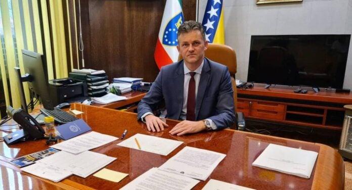 """Zaslužuje kvalifikaciju """"Ličnost dana"""" i više od toga: Premijer ZDK Mirnes Bašić, osigurana sredstva za refundaciju lijeka Tocilizumab"""